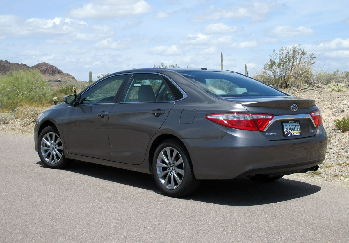 test drive 2015 toyota camry xle testdriven tv. Black Bedroom Furniture Sets. Home Design Ideas