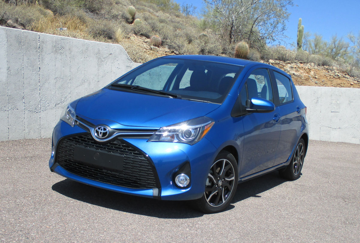 first drive 2015 toyota yaris se testdriven tv. Black Bedroom Furniture Sets. Home Design Ideas