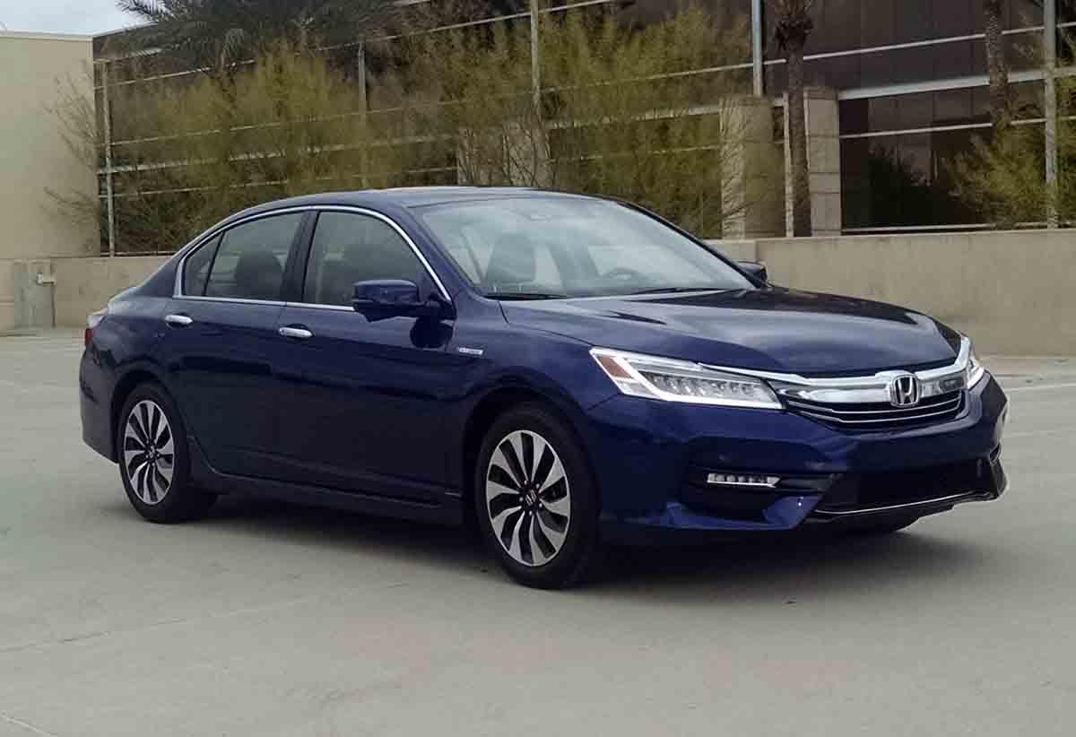 First Drive: 2017 Honda Accord Hybrid - TestDriven.TV