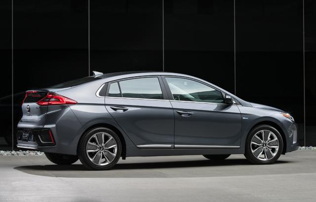 Simple First Look 2017 Hyundai Ioniq Hybrid Plugin And