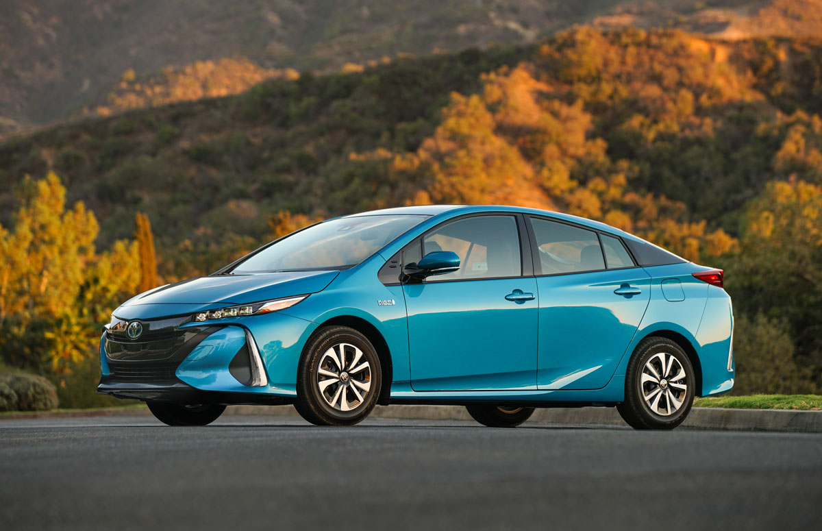 first drive 2017 toyota prius prime testdriven tv. Black Bedroom Furniture Sets. Home Design Ideas