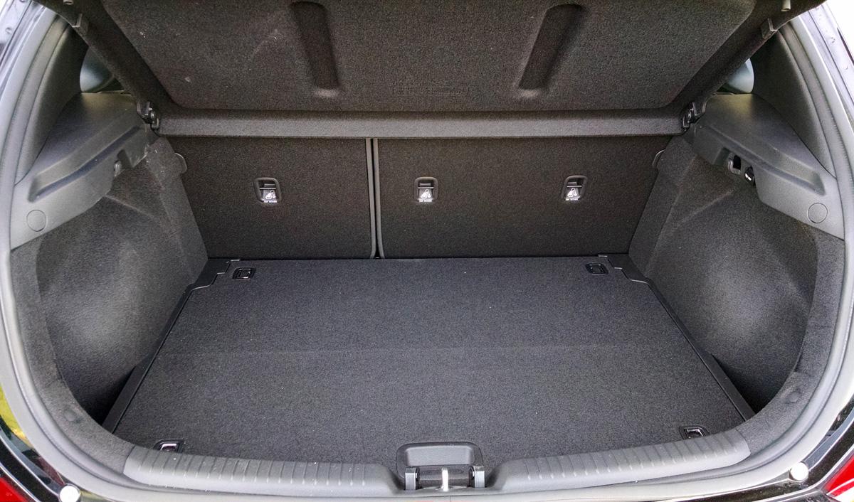 18-Hyundai-ElantraGT-12