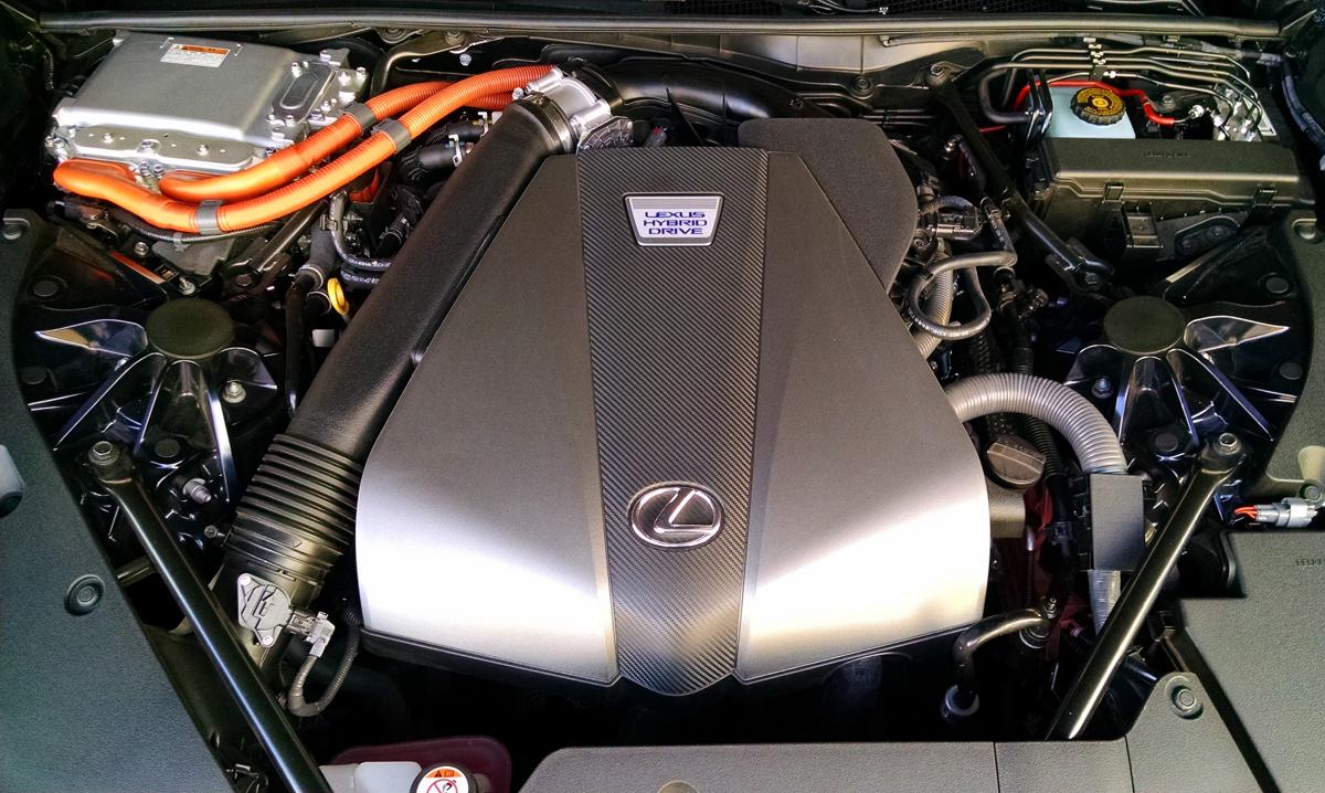 18-Lexus-LC500H-1