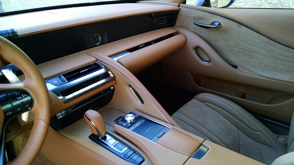 18-Lexus-LC500H-5