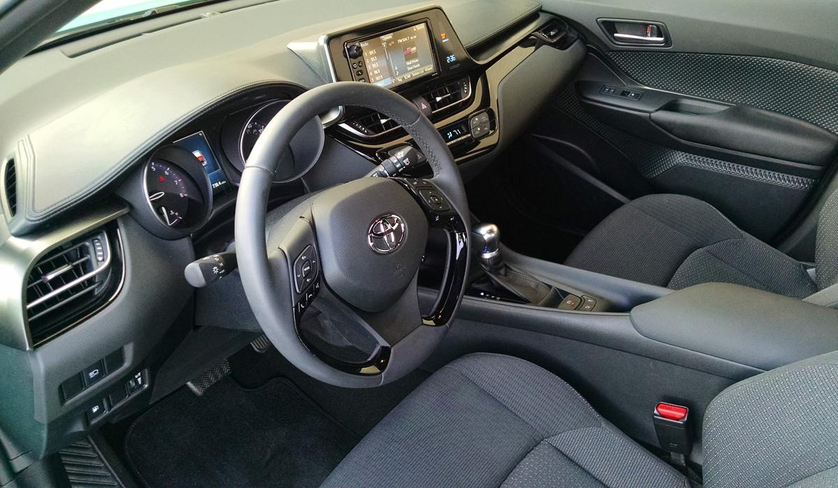 18-Toyota-CHR-11