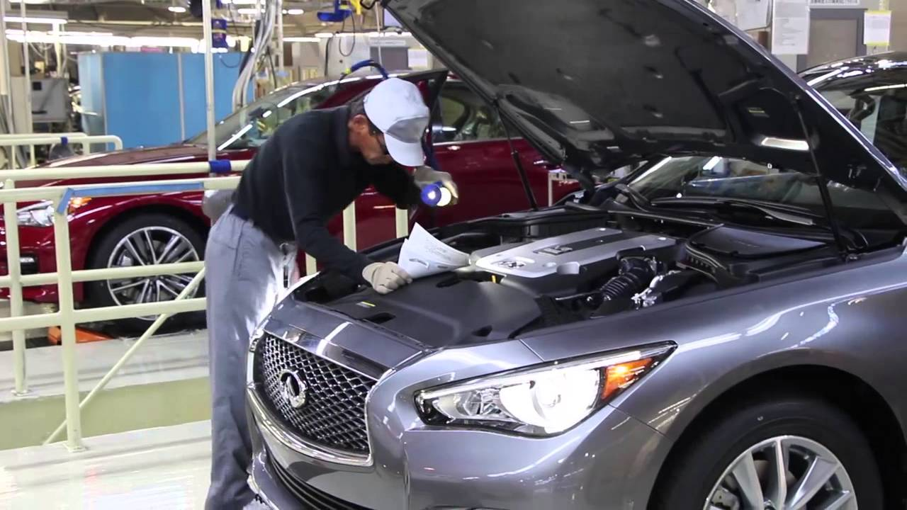 First 2014 Infiniti Q50 rolls off the line in Japan